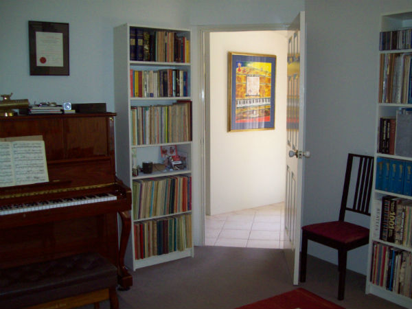 piano teaching room image 2 600px